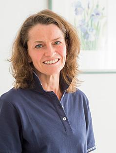 Seit 2007 unterstützt Dr. <b>Gabriele Schröder</b> als angestellte Zahnärztin unser ... - dr_schroeder